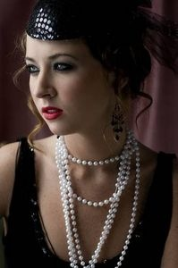 Red lips and pearls